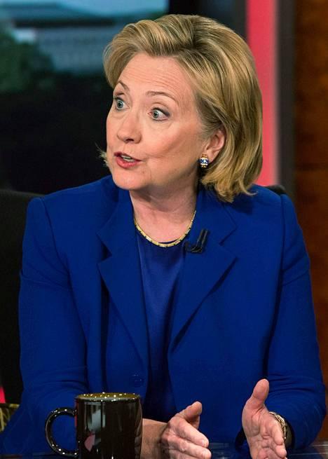 Yhdysvaltain entinen ulkoministeri Hillary Clinton pohjustaa tulevaa presidentinvaalikampanjaansa.