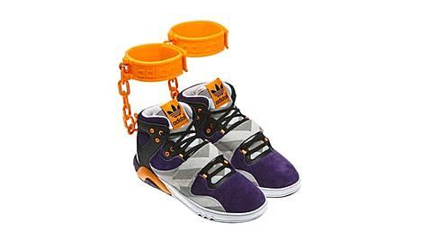 "Jeremy Scottins uunnittelemat Adidas Roundhouse ""Handcuff"" -jalkineet."