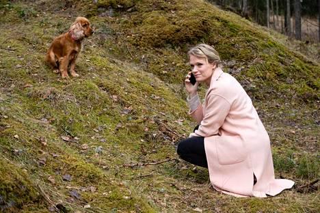 """""""Tärkeintä on kuunnella, ottaa vastaan ja myötäelää"""", sanoo Maaret Kallio läheisen kanssa kommunikoinnista."""
