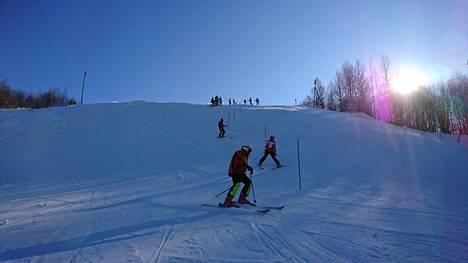 Sveitsin rinteet ovat kasvattaneet useita valmentajia tai kilpailijoita lumilautailun ja alppihiihdon huipulle.