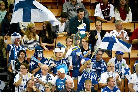 Yli 5000 suomalaisfania kannusti maajoukkuetta Katowicessa.