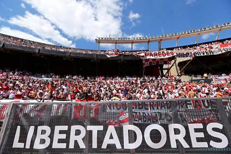River Platen kannattajat olivat jo stadionilla 24. marraskuuta, mutta ottelu peruttiin.