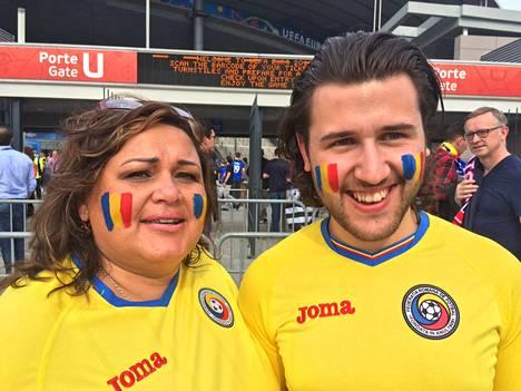 Romanialaiskannattajat Elsa Ivanovici (vas.) ja Eduard Zrock vakuuttivat tuntevansa olonsa turvalliseksi.