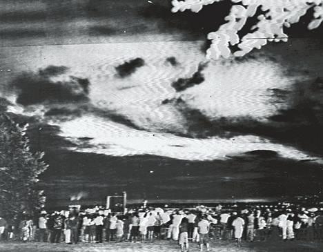 USA:n Johnston-saarien yläpuolella räjäyttämä avaruuspaukku leimautti 1.200 km:n päässä olevan Havaijin yötaivaan kirkkaaksi kuin keskipäivällä.
