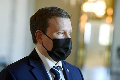 Perussuomalaisten eduskuntaryhmän puheenjohtaja Ville Tavio eduskunnassa perjantaina.