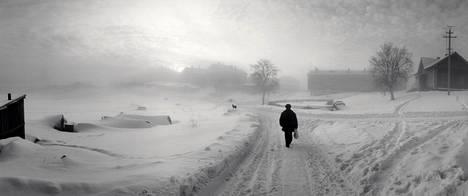 """Solovetski, Vienanmeri, Venäjä 1992: """"Joskus olosuhteiden ollessa täydelliset ei ole väliä minne kameransa kääntää tai edes kuka sitä kääntää. Silloin ymmärtää, että valokuvaa ei oteta vaan se saadaan."""""""