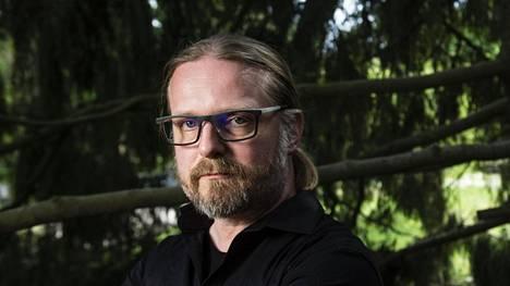 Marko Hautalan Pimeän arkkitehti -romaani kurkottaa syvälle menneisyyteen.