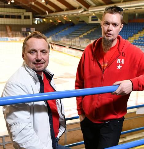 Sportin toiminnanjohtaja Jyrki Niemi (vas.) ja kannattajayhdistyksen puheenjohtaja Toni Laaksonen tulevat hyvin juttuun keskenään.