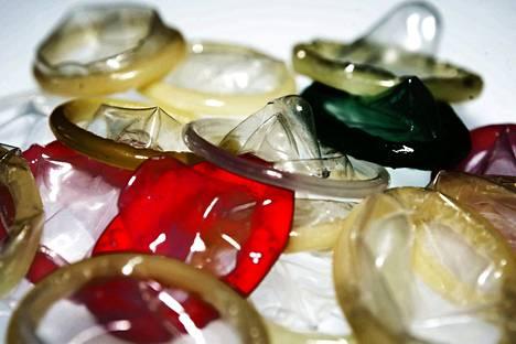 Myös suuseksin aikana on suojauduttava sukupuolitauteja vastaan.
