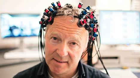 Rory Bremner käy läpi muun muassa aivotutkimuksen.