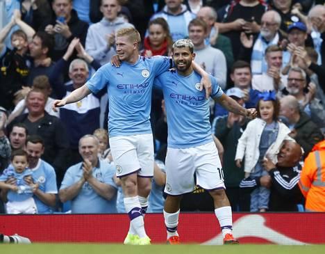 Kevin De Bruyne (vas.) puuttuu Manchester Cityn kokoonpanosta lihasvamman vuoksi ja Sergio Agüero koronavirustartunnan takia.