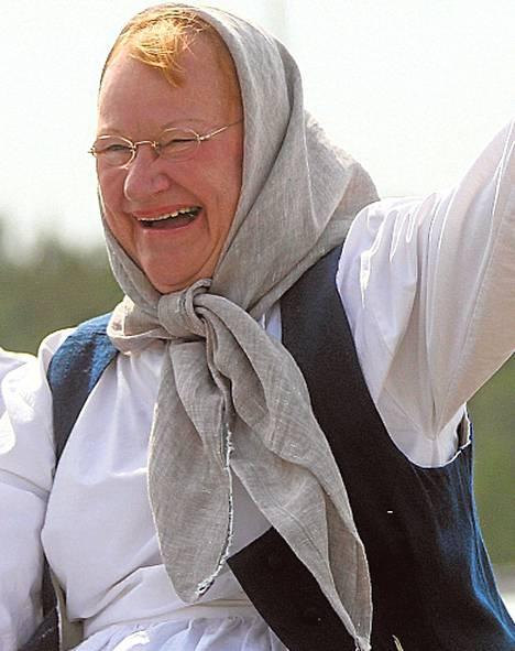 Presidentti Tarja Halonen viihtyi Kuninkuusraveissa.