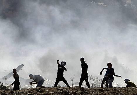 Palestiinalaiset mielenosoittajat ottivat perjantaina yhteen Israelin joukkojen kanssa Länsirannalla lähellä Nablusin kaupunkia.
