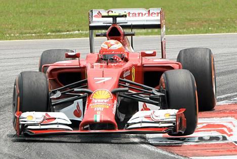 Kimi Räikkösen auto oli perjantain harjoituksissa vielä levoton.