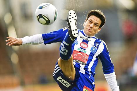 Jari Litmanen voitti viime kaudella HJK:ssa SM-kultaa ja Suomen Cupin.