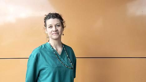 Espoon sairaalan synnytysosastolla työskentelevälle Hanna-Mari Aflatunille kätilön työ on kunniatehtävä.
