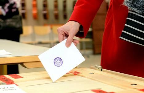 Äänestäjien usko tulevaisuuteen vaihtelee suuresti sen mukaan, mitä puoluetta kannattaa.