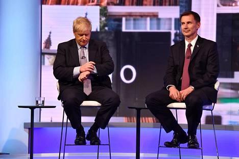 Entinen ulkoministeri ja Lontoon pormestari Boris Johnson ja nykyinen ulkoministeri Jeremy Hunt ovat vastakkain Britannian pääministerikisassa.