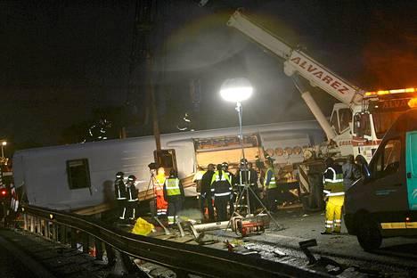 Suomalaisia turisteja lentoasemalle kuljettanut linja-auto joutui onnettomuuteen lähellä Benalmadenan kaupunkia Espanjassa huhtikuussa 2008.