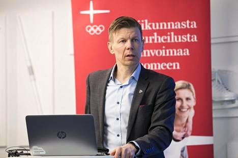 Suomen Olympiakomitean toimitusjohtaja Mikko Salonen on huolissaan liikunnan ja urheilun taloudellisesta tilasta.