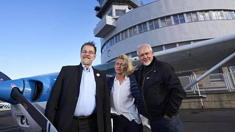 Juha Krapinoja (vas.), Maria Holmberg ja Raine Haikarainen kuuluvat Malmin lentokentän säilyttämistä ilmailukäytössä puolustavan kansalaisryhmän ytimeen.