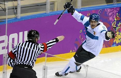 Teemu Selänne johdatti Leijonat olympiapronsille Sotsissa. Otteluita seurasi Ylen kansavilla liiki kaksi miljoonaa katsojaa.