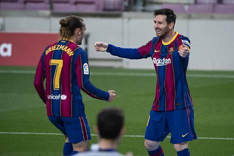 Antoine Griezmann (vas.) on antanut viime otteluissa aiempaa paremmin tulitukea Lionel Messille.