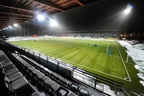 PK-35:n miesten ja naisten edustusjoukkueet muuttivat Vantaalle vuonna 2009. PK-35 Vantaan tukikohta on Myyrmäen stadionilla.