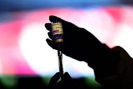 Koronatautiin on Suomessa kuollut 0,5 prosenttia taudin saaneista 60–69-vuotiaista, mikä on valtava osuus verrattuna rokotetuille tuleviin tukoksiin.