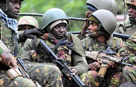 Kenian armeijan joukkoja saapui ratkomaan Westgaten ostoskeskuksen pattitilanetta sunnuntaina.