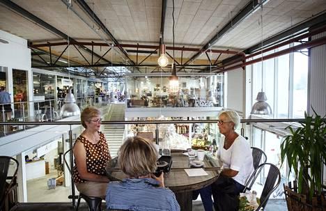 Ostoskeskuksen kahvila keskittyy luomuun ja lähellä tuotettuun ruokaan.