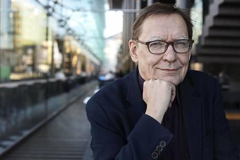 Uusia kombinaatioita synnyttävä ratkominen on Kalevi Ahon säveltäjänlaadulle ominaista.