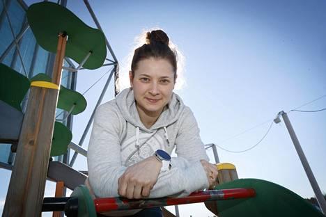 Puolustaja Jenni Hiirikoski pelasi ensimmäisen kerran MM-turnauksessa Halifaxissa 2004 ja samassa paikassa pelataan vuoden 2021 MM-turnaus.