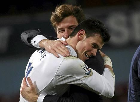 Komealla viimehetken maalillaan Valioliigan ottelun West Hamia vastaan maanantaina ratkaissut Tottenhamin Gareth Bale sai onnittelut manageri Andre Vilas-Boasilta.