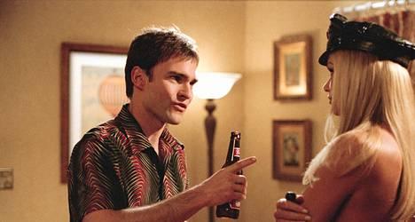 Seann William Scottin esittämä Stifler (oik.) nousee yleensä esiin, kun nettijutuissa listataan douchebag-elokuvahahmoja.