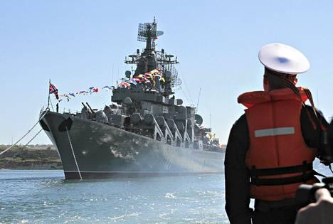 Venäjä aikoo vahvistaa Välimeren laivastoaan lähettämällä alueelle ohjusristeilijä Moskvan.