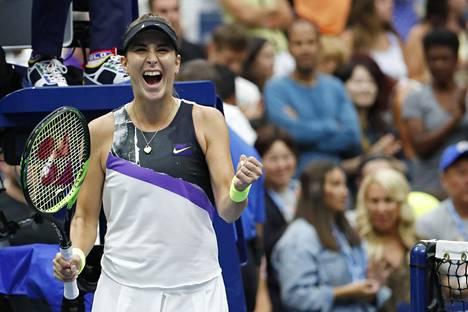 Belinca Bencic juhli voittoaan Naomi Osakasta tenniksen grand slam -turnauksessa New Yorkissa.