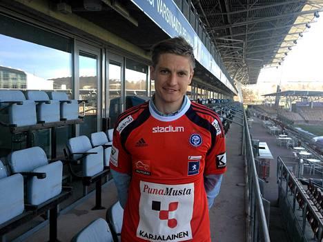 Michael Törnes kuvailee HJK:n joukkuetta tosi cooliksi.