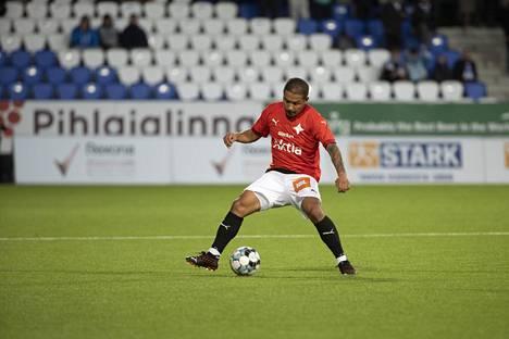 Moshtagh Yaghoubi sai punaisen kortin perjantai-illan ottelussa. Kuva on viime vuoden syyskuulta.
