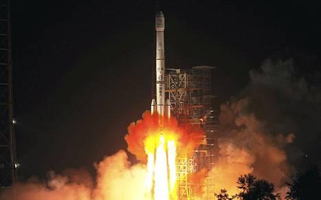 Pitkä marssi -raketti kuljetti mönkijän matkalle kohti Kuuta.