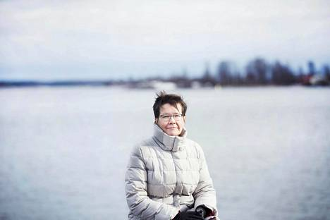 """""""Liike-elämässä ilo oli itsekkäämpää. Lopulta kyse oli vain rahasta. Tässä työssä on erilainen ylpeyden tunne"""", sanoo Kirkon ulkomaanavussa työskentelevä Leena Lindqvist."""