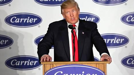 Donald Trump kävi joulukuussa taivuttelemassa Indianan osavaltiossa toimivaa Carrier-yhtiötä pysymään Yhdysvalloissa. Yhtiö oli suunnitellut siirtävänsä Indianan yksikön tuotantonsa Meksikoon.