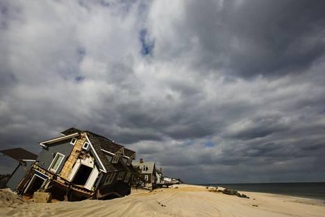 Hirmumyrsky Sandy tuhosi rantamökkejä Yhdysvaltain New Jerseyssä vuonna 2012.