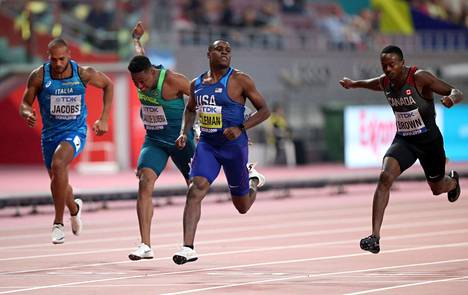 Christian Coleman lönkötteli maaliin sadan metrin välierissä.