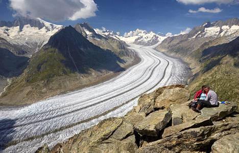 Aletchin jäätikön Sveitsissä arvellaan lähes katoavan nyt syntyvien ihmisten elinaikana ilmastomuutoksen takia.