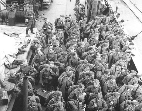 Suomalaisia SS-miehiä palaamassa Suomeen vuonna 1943.