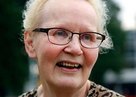 """Ritva Keski-Rahkonen, eläkkeellä oleva lehtori: """"Espoon alue on riittävän laaja. Kuntaliitoksia ei tarvita. Olen asunut Tapiolassa 1970-luvulta. Paikkana tämä on viehättävä."""""""