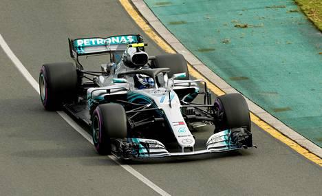 Valtteri Bottas vauhdissa Melbournen kilpailun aika-ajoissa.