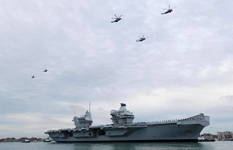 Lentotukialus HMS Queen Elizabeth elokuussa Portsmouthissa.