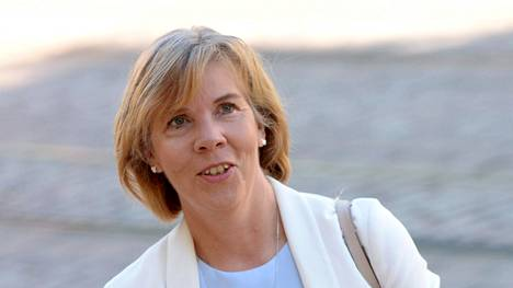 Poliisin päätös salata jengiläisten nimet esitutkintapöytäkirjasta yllätti oikeusministeri Anna-Maja Henrikssonin (r).